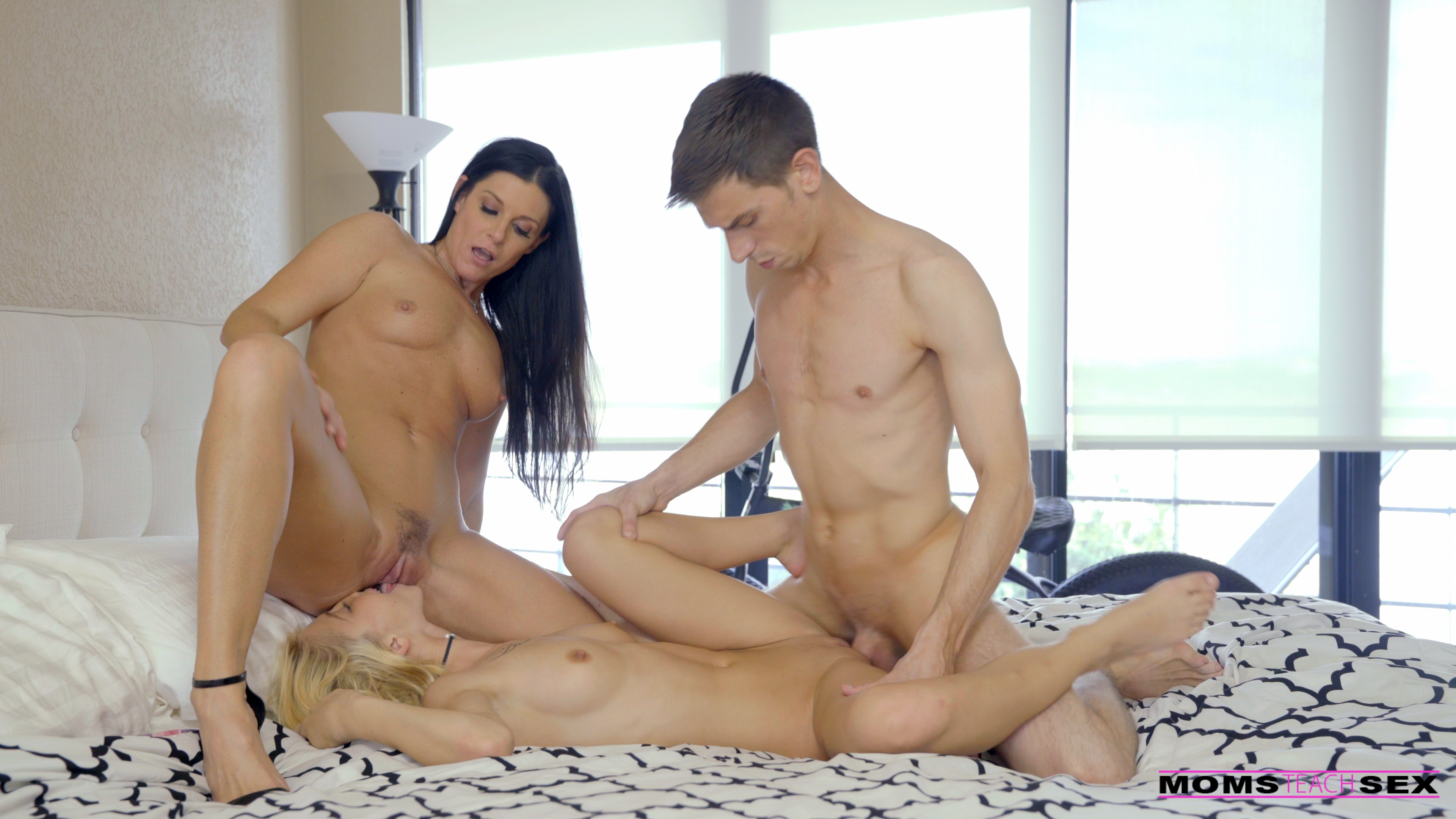 MomsTeachSex.com - India Summer,Kenzie Reeves: Mom Cums First - S6:E8