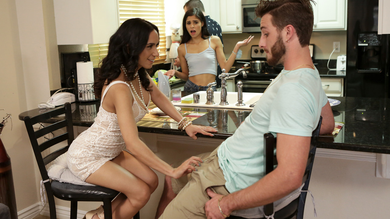 MomsTeachSex – Share With Mommy – Katya Rodriguez, Tia Cyrus